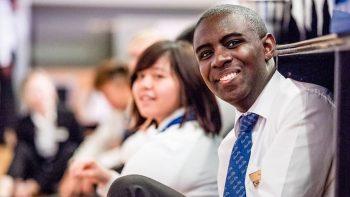 Mason Tasiyana er en 2 årig student fra Zimbabwe som holder på med en dobbel bachelor ved César Ritz Colleges Switzerland.