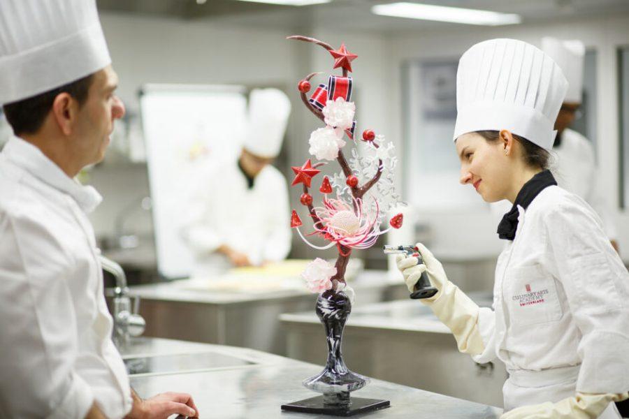 Studer konditori og sjokoladekunst ved Culinary Arts Academy Switzerland.